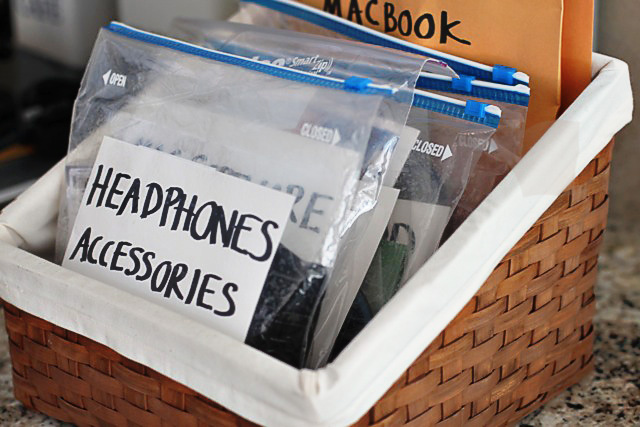Cords Organizing // How to Organize your Entire Life with Ziploc Bags // #cords #organizing // simplyspaced.com