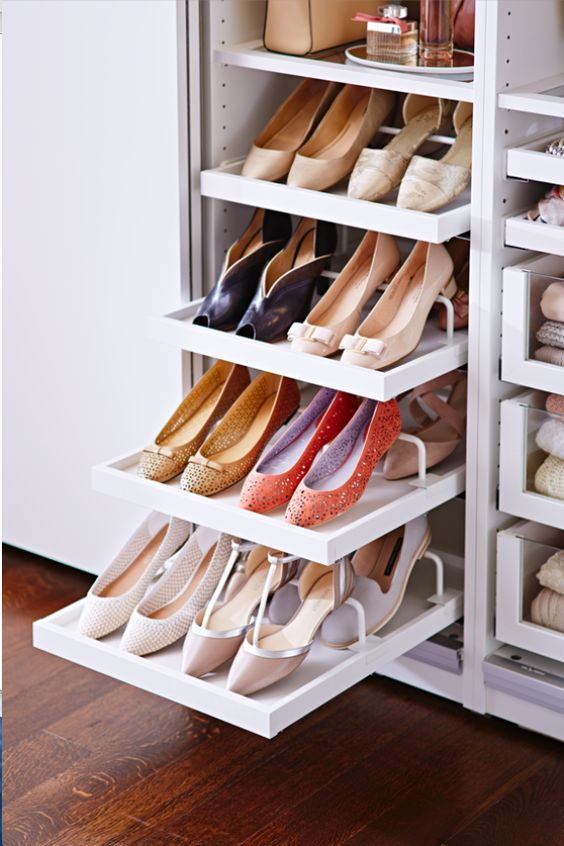 Organized closets // How to Organize your shoes // heal organizing // shoe organizing // organizers // shoe storage ideas // closet organizing // small space solutions // www.simplyspaced.com