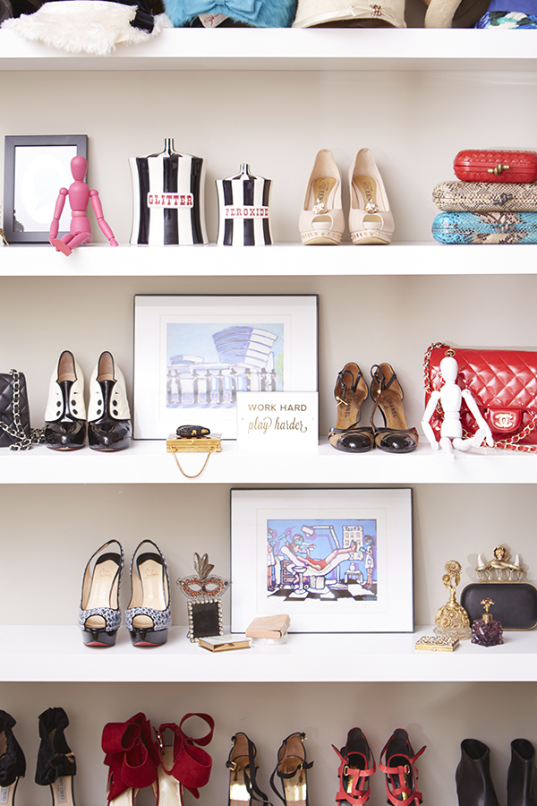 Shoe organizing and storage ideas // organized home // storage solutions // closet organizing // shoes displayed on bookshelf // bedroom decor // www.SimplySpaced.com